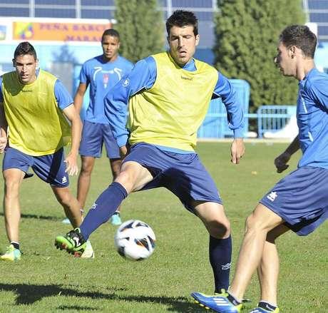 Manolo Lucena, capitán del Granada, regresa a una convocatoria para el partido de esta noche ante el Levante.