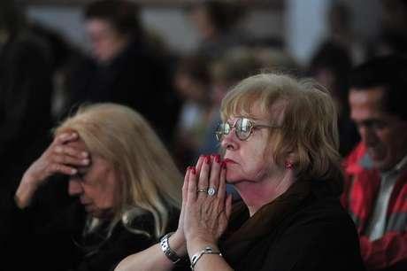 """Amalia, """"novia"""" de Jorge Mario Bergoglio, actual papa Francisco, saludó a las cámaras de la prensa desde su ventana hoy, domingo 17 de marzo de 2013, en Buenos Aires, Argentina. Bergoglio pudo haber terminado en el altar, pero como marido, si su """"noviazgo"""" durante la secundaria hubiera prosperado y su propuesta de boda no hubiera caído en saco roto, como recordó la antigua amiga de la infancia del pontífice. En tanto, en las iglesias católicas argentinas se celebró hoy la elección del cardenal transandino como nuevo sumo pontífice."""