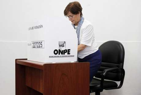 Lima's Mayor Susana Villaran marks her vote during the city's mayor recall election in Lima March 17, 2013.