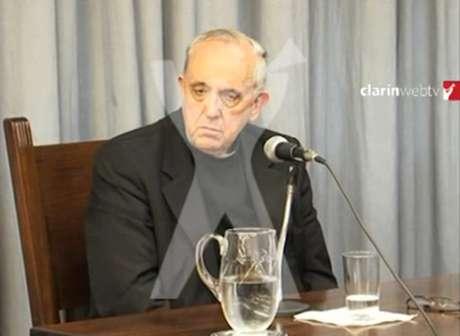 Trechos do depoimento do então cardeal foram publicados pelo site do jornal 'Clarín' Foto: Clarín / Reprodução