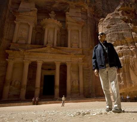 <p>El presidente de Estados Unidos, Barack Obama, recorrió este sábado la ciudad monumental de Petra, 245 kilómetros al sur de Ammán, pese a que una tormenta de arena retrasó su visita, dijeron a Efe fuentes turísticas en la zona.<br /></p>