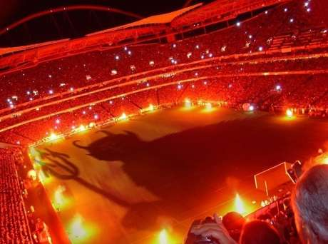 <p>El infierno. Así se le conoce a la cancha del Galatasaray, lugar que deberá visitar el Real Madrid en los Cuartos de Final de la Liga de Campeones.</p>