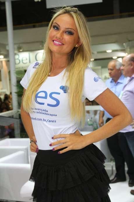 <p>A modelo Ellen Rocche compareceu neste sábado ao primeiro dia da Hair Brasil</p>