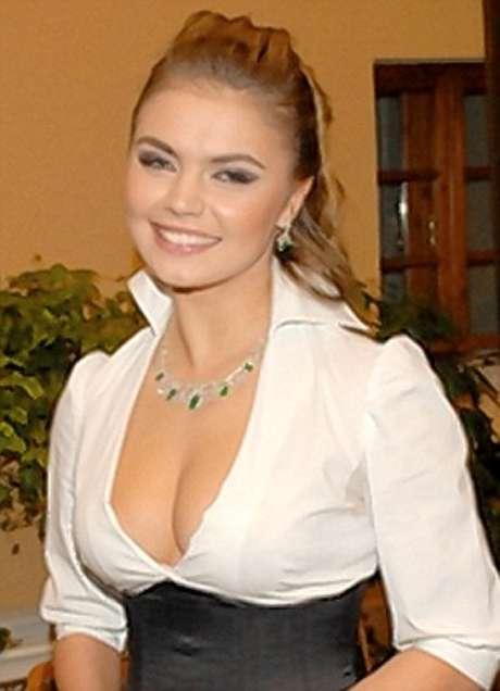 <p>Alina Kabaeva. Diputada rusa de 29 años. Fue ginmasta rítmica y saltóa la fama tras rumores que indicaban que sostenía un romance con el primer ministro ruso, Vladimir Putin.</p>