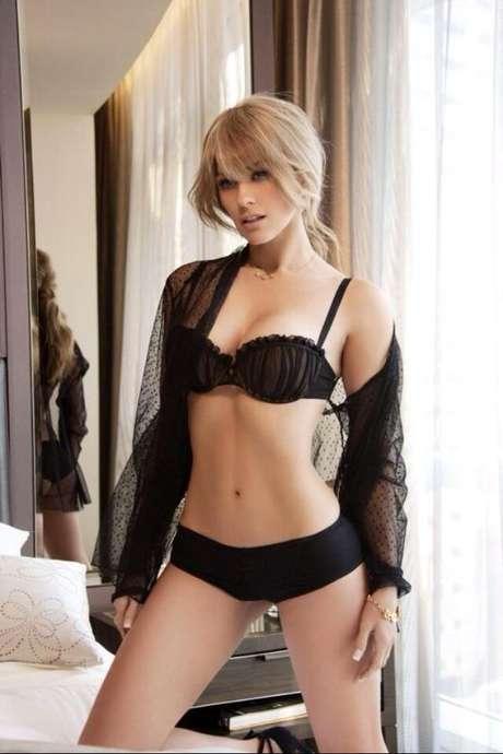 <p><strong>Aracely Arámbula </strong>compartió otra de las sensuales fotos que aparecerán en la revista Open. ¡Hot, muy hot la Chule!</p>