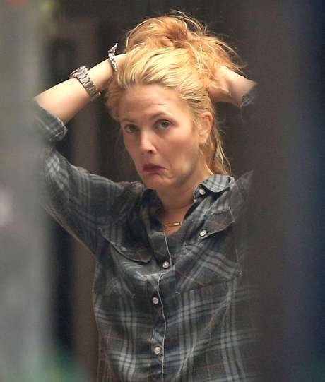<p>La actriz fue a el salón de belleza a retocar su cabelo pero fue captada en poses poco agraciadas y haciendo unos gestos ¡de miedo!</p>