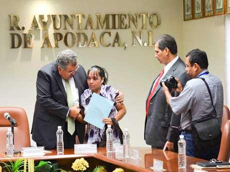 <p>El alcalde de Apodaca, Raymundo Flores Elizondo, acata la recomendación de la Comisión de los Derechos Humanos en Nuevo León.</p>