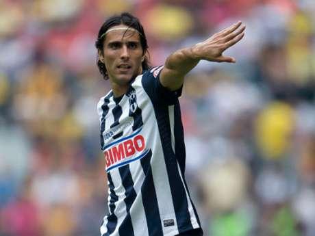 <p>Aldo De Nigris tendrá que pelear un lugar con Miguel Sabah y Rafael Márquez en Chivas</p>