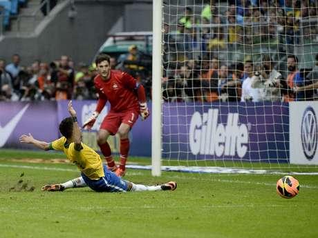 <p>Neymar falló en cuatro ocasiones frente al marco de Lloris.</p>