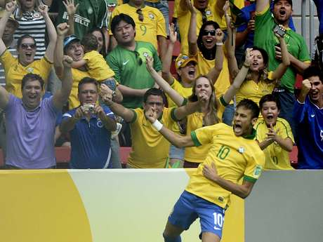 Neymar celebra tras abrir el marcador ante Japón.