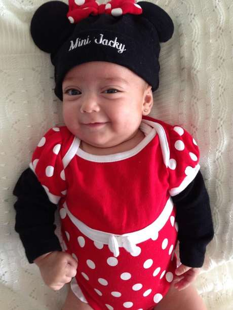 <p>La conductora compartió con sus seguidores de Twitter una nueva imagen de su pequeña hija.</p>