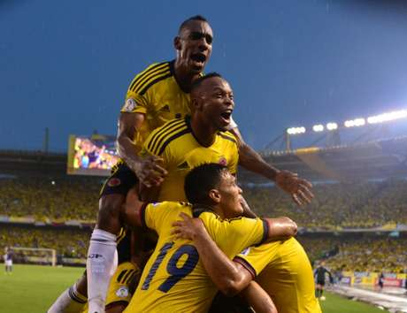 Colombia venció 1-0 a Ecuador y aseguró un lugar en el repechaje rumbo a Brasil 2014.