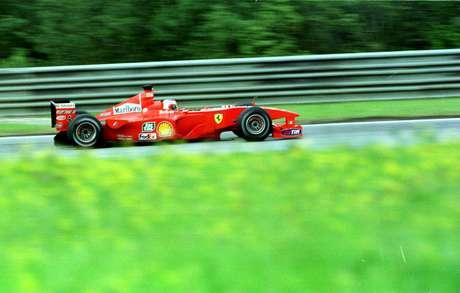 Circuito de A1 Ring volta à Fórmula 1 após mais de uma década afastado. Na imagem, RubensBarrichello participa da prova em 2000 Foto: Getty Images