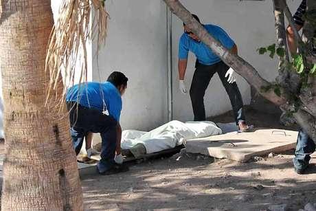 Un jornalero agrícola originario del municipio de Casas Grandes, Chihuahua, murió afuera del Hospital General de Guaymas Sonora esperando atención médica la cual supuestamente le negaron por carecer de servicio médico o dinero para pagarlo.