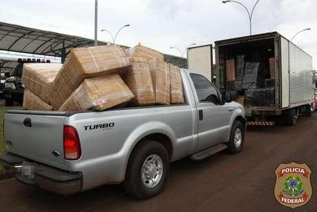 Por mais de um ano, a PF apreendeu vários veículos com cigarros contrabandeados do Paraguai Foto: PF / Divulgação