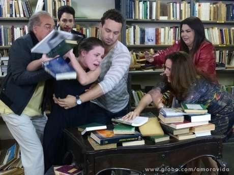 Linda surta ao ver Leila humilhando Rafael Foto: Rede Globo / Divulgação