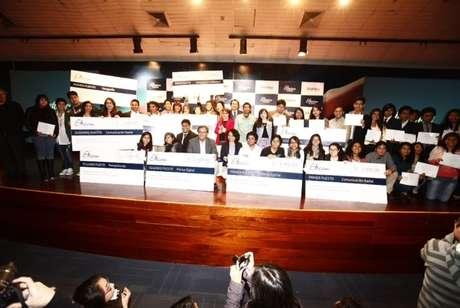 La novena edición del concurso Estímulo Telefónica a la Comunicación, Etecom 2013, que cada año es organizado por Telefónica, premió a estudiantes universitarios de periodismo por un total de S/. 27,000.