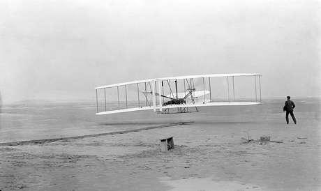 """O """"Flyer I"""" dos Irmãos Wright em 17 de dezembro de 1903: primeiros a voar, mas sem testemunhas"""