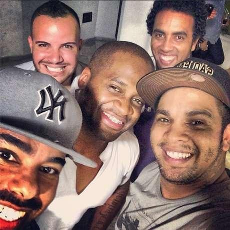 Rodriguinho (de boné, à direita) se reunirá com Os Travessos para turnê de 20 anos do grupo Foto: Divulgação