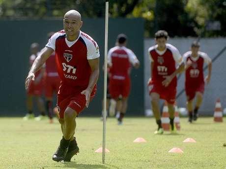 Clemente Rodríguez chegou com pompa em 2013, mas não decolou no São Paulo Foto: Ricardo Matsukawa / Terra