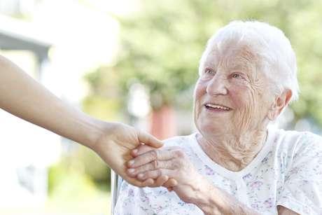 'Antes falávamos em idosos de 60, 70 anos, mas hoje falamos de pessoas com 90, 100 anos', explica gerontóloga Foto: Getty Images