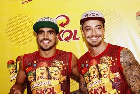 <p>Caio Castro (à esq.) foi com o amigo Felipe Titto</p>