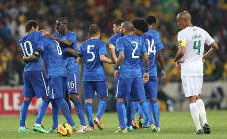 Em último amistoso antes da convocação para a Copa do Mundo de 2014, Brasil venceu África do Sul por 5 a 0, com três gols de Neymar