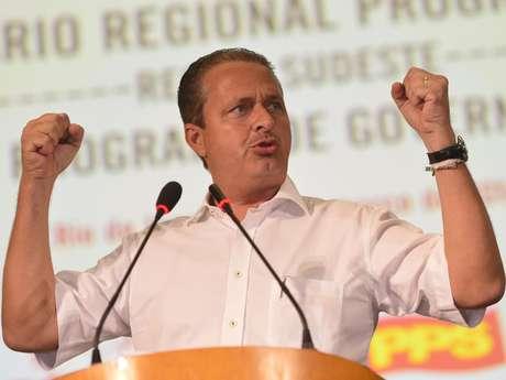 Eduardo Campos, governador de Pernambuco e possível candidato à presidência pelo PSB, discursa durante convenção do seu partido com PPS e Rede no Rio de Janeiro