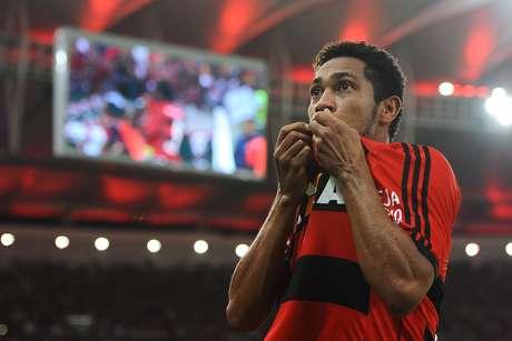 """Hernane chegou a ter o título de """"artilheiro do novo Maracanã"""" Foto: Buda Mendes / Getty Images"""