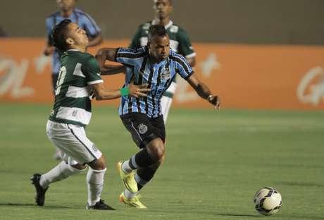 Fernandinho não marcou nenhum gol em passagem pelo Grêmio Foto: Carlos Costa / Lancepress!