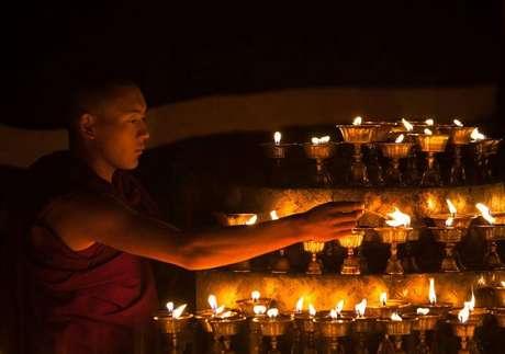 Monge tibetano em Lhasa, na Região Autônima do Tibete Foto: Stringer / Reuters
