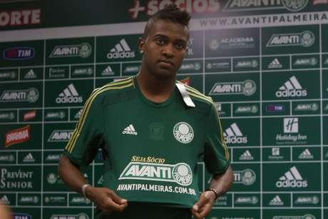 Jogador de 21 anos ainda não estreou pelo clube alviverde Foto: Leonardo Benessatto / Futura Press