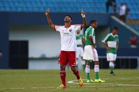 William comemora um dos gols da classificação do Botafogo-SP Foto: Marcos Bezerra / Futura Press