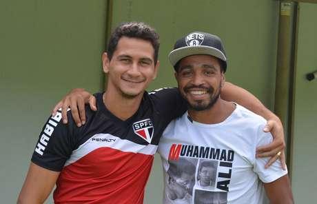 Álvaro Pereira despediu-se de companheiros, como Ganso Foto: São Paulo / Divulgação