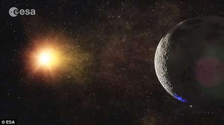 O lado mais claro do satélite parece ter alguns recursos abundantes - um assunto que vem sendo discutido entre os cientistas Foto: Daily Mail / Reprodução