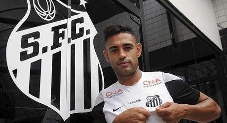Zagueiro trabalhou com o técnico Enderson Moreira em Porto Alegre Foto: Ivan Storti / Divulgação Santos FC