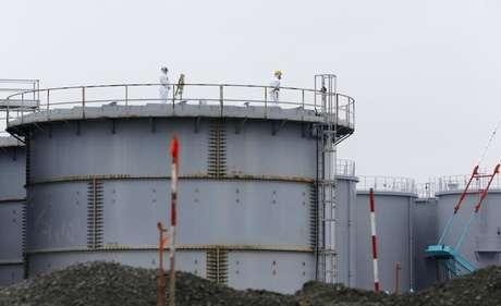 Tanques de armazenamento de água da usina de Fukushima, no Japão Foto: Shizuo Kambayashi / Reuters