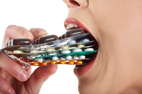 Só existe um tipo específico de antibiótico que pode fazer mal para a estética dental, os tetraciclinas Foto: Piotr Marcinski / Shutterstock