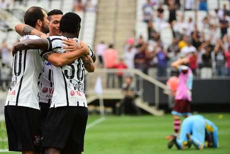 """Danilo foi o responsável por """"salvar"""" Corinthians de empate Foto: Sérgio Barzaghi / Gazeta Press"""