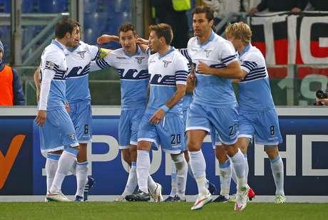 Klose comemora um dos gols da Lazio Foto: Tony Gentile / Reuters