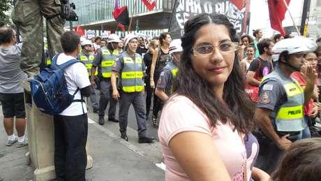 Fabiana Lopes Jaquetane, 37 anos, passava pela Paulista e deu seu apoio ao protesto do MPL pela redução das tarifas do transporte Foto: Terra