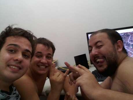 Roberto Gil, Luiz Caparelli e Lennon Rebechi ajudaram os turistas à distância Foto: Lennon Rebechi / vc repórter