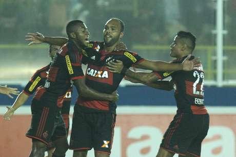 Autor do gol do Flamengo, atacante teve de jogar como goleiro por 16 minutos após contusão de Paulo Victor Foto: Gilvan de Souza/Flamengo / Divulgação