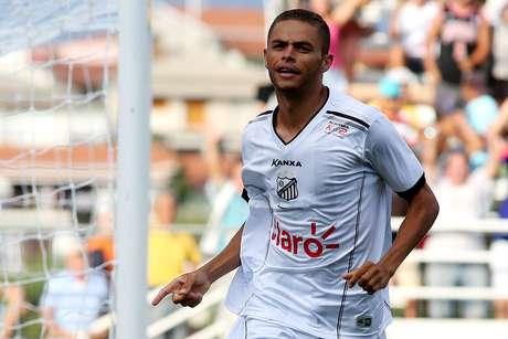 Esquerdinha comemora gol da vitória do Bragantino Foto: Luis Moura / Gazeta Press
