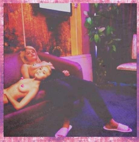 Foto é mais uma entre as várias de Miley com os seios à mostra Foto: Instagram/ @mileycyrus / Reprodução