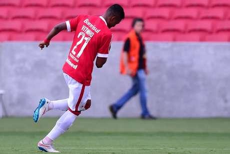 Vitinho foi um dos destaques do Inter no jogo, com gols e movimentação Foto: Vinicius Costa / Futura Press