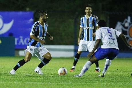 Lento no meio-campo, o Grêmio sofreu na armação Foto: Lucas Uebel / Grêmio FBPA/Divulgação