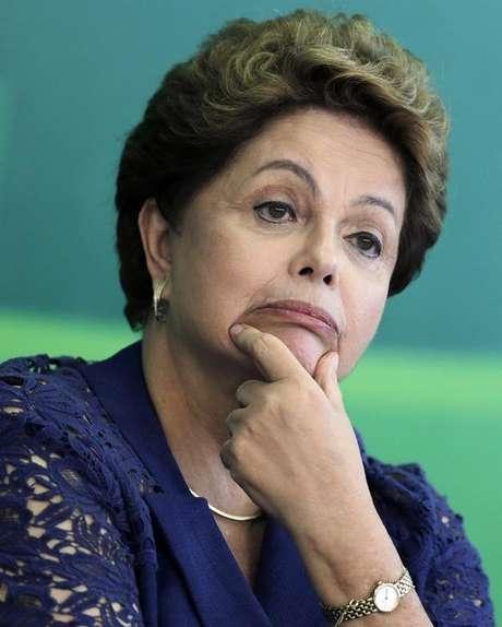 A presidente Dilma Rousseff participa de cerimônia de posse do novo ministro de Assuntos Estratégicos, Roberto Mangabeira Unger, no Palácio do Planalto, em Brasília, nesta quinta-feira. 05/02/2015 Foto: Ueslei Marcelino / Reuters