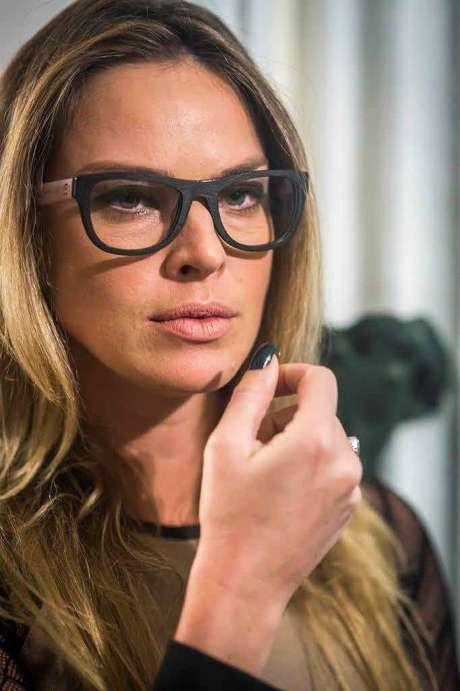 O modelo de óculos de grau da Érika (Letícia Birkheuer), de Império, 59f831fcaa