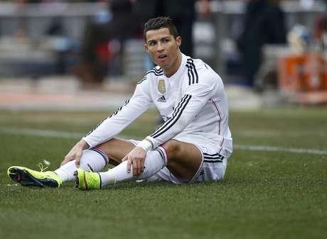 Cristiano Ronaldo teve dificuldades para sair da marcação do Atlético de Madrid Foto: Juan Medina / Reuters